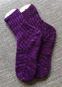 Socken aus handgefärbtem Garn